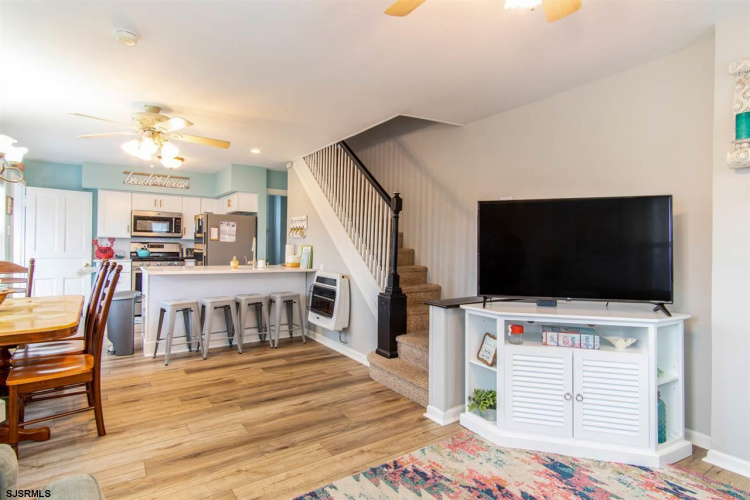 301 13th, Ocean City, New Jersey 08226, 4 Bedrooms Bedrooms, 10 Rooms Rooms,Condominium,For Sale,13th,540014