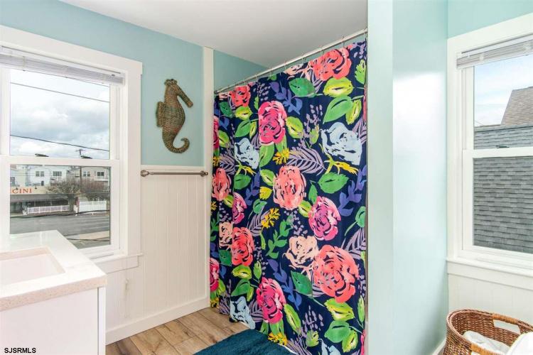 301 13th, Ocean City, New Jersey 08226, 4 Bedrooms Bedrooms, 10 Rooms Rooms,Condominium,For Sale,13th,547855