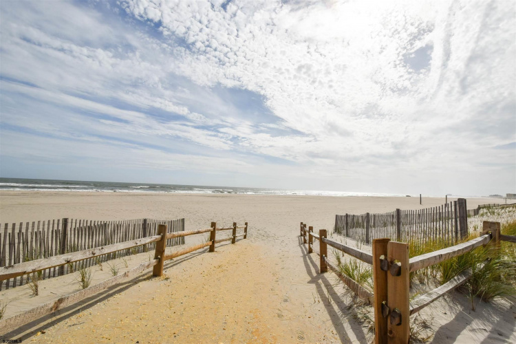 9105 Atlantic, Margate, New Jersey 08402, 1 Room Rooms,Rental non-commercial,For Rent,Atlantic,550120
