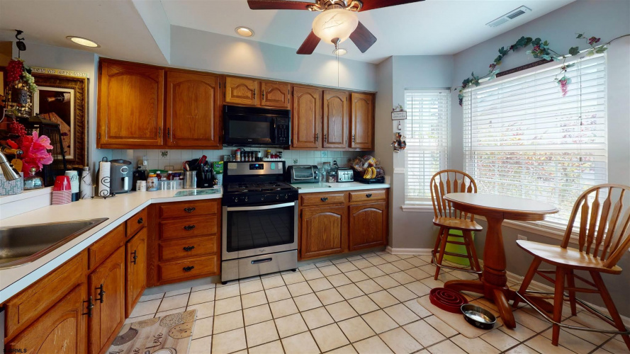 727 Victoria Dr, Smithville, New Jersey 08205, 3 Bedrooms Bedrooms, 6 Rooms Rooms,Condominium,For Sale,Victoria Dr,552621